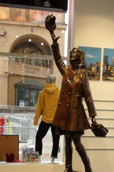 minneapolis - mary tyler moore statue